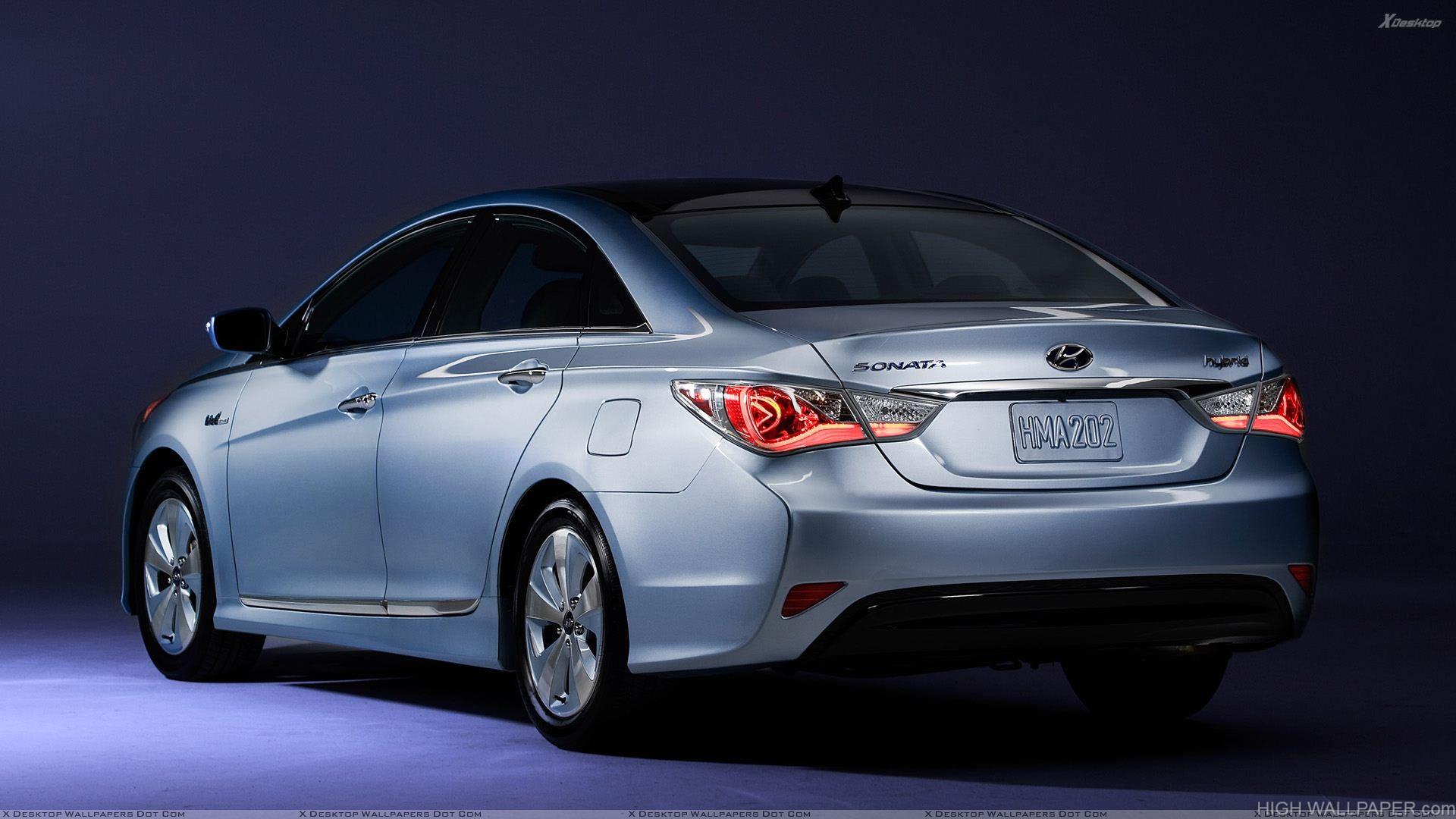 2011 Hyundai Sonata Hybrid Back Pose In Silver