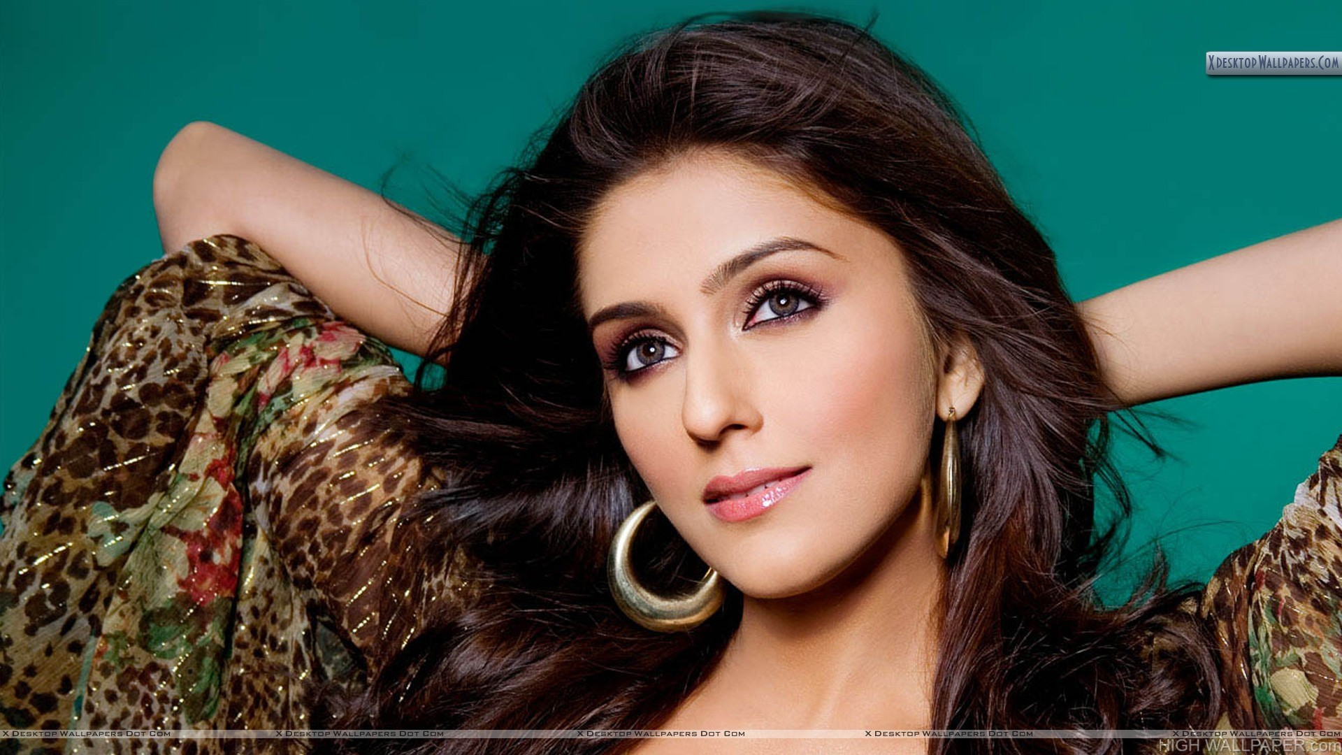 Aarti Chhabria Glossy Pink Lips Smiling