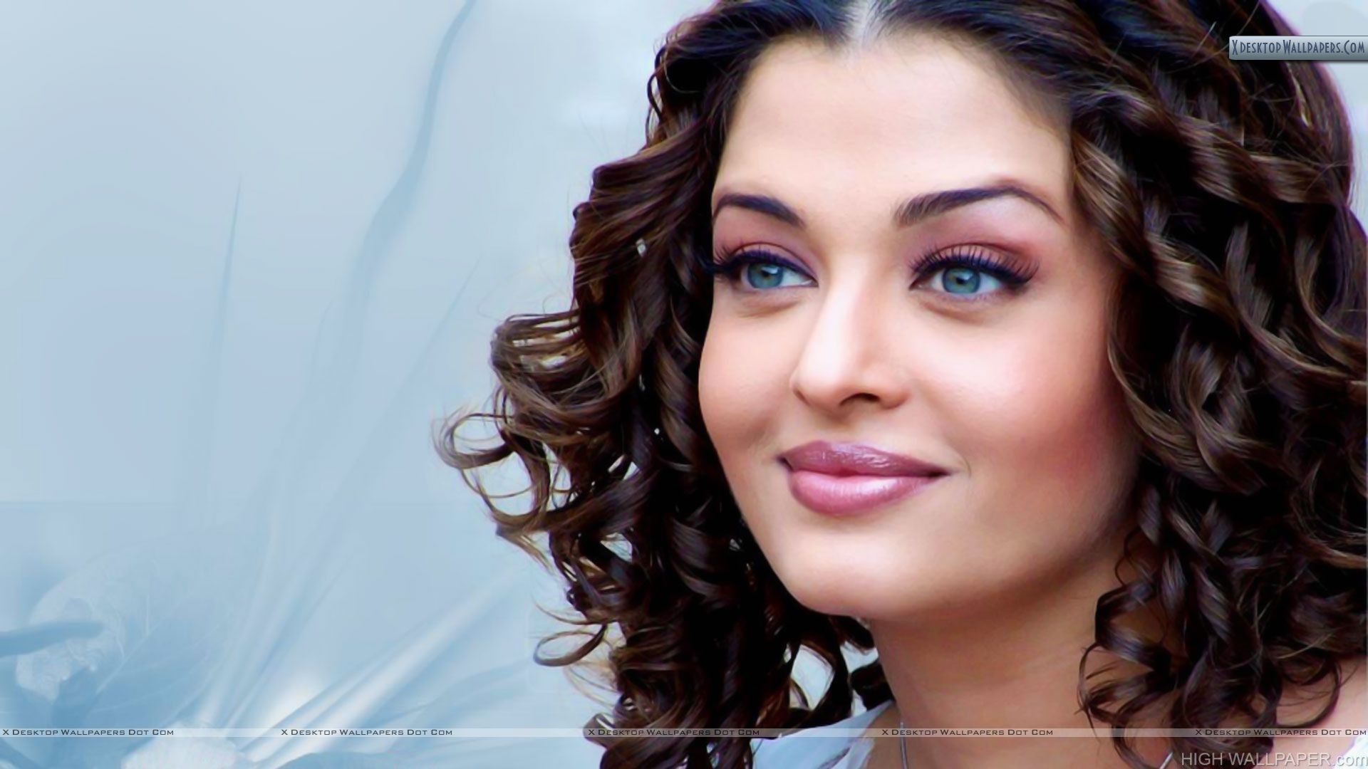 Aishwarya Rai Pink Lips And Smiling