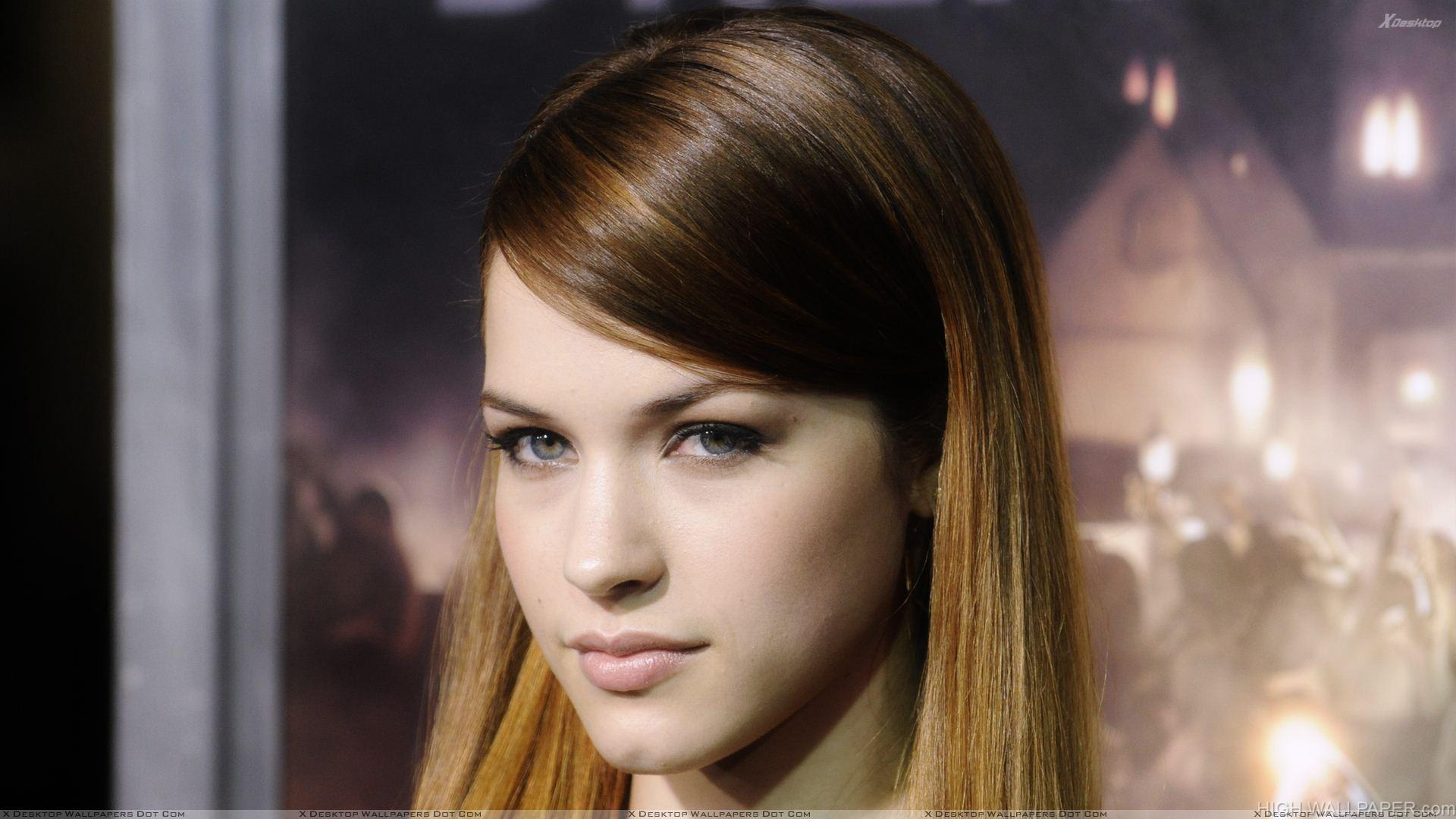 Alexis Knapp Glossy Lips Looking At Camera Face Closeup