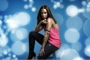 Alicia Keys Sitting In Pink Dress N Black Jeans