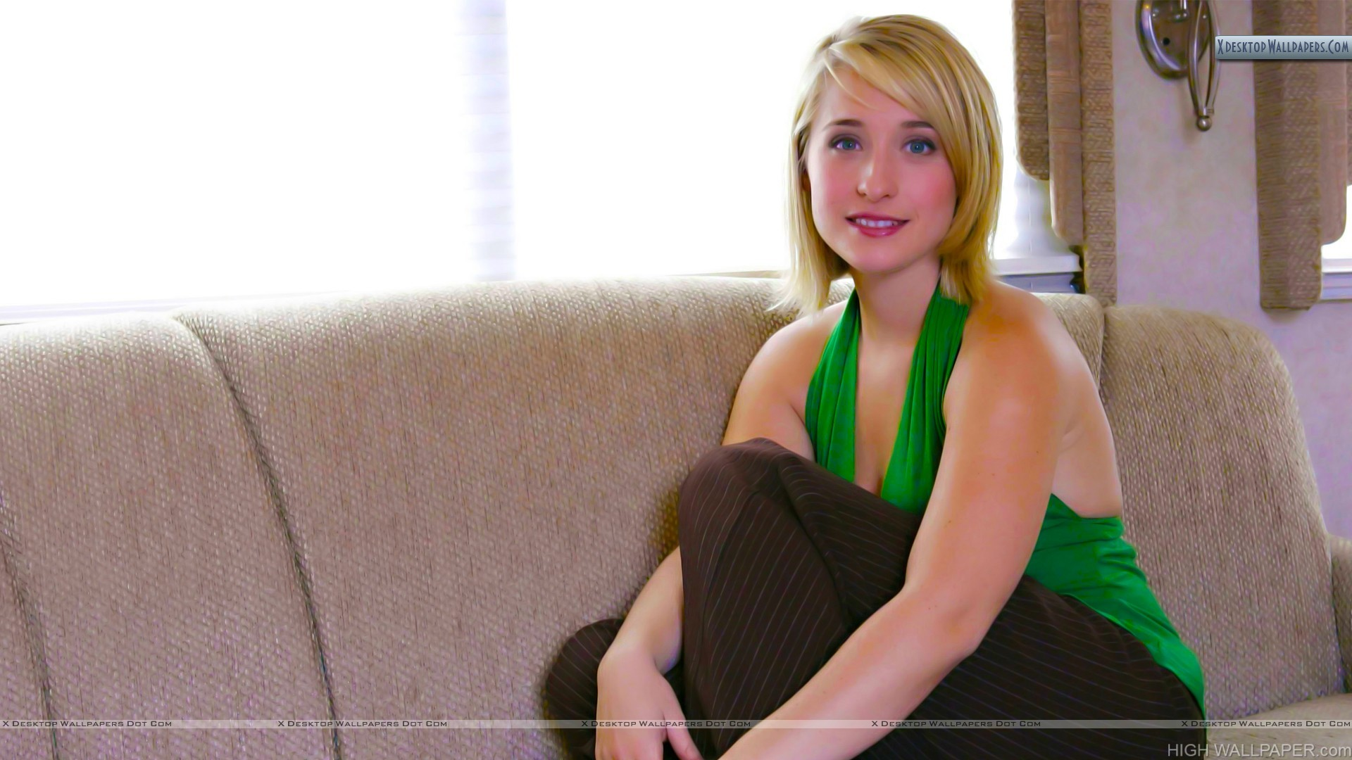 Allison Mack Awesom Picture
