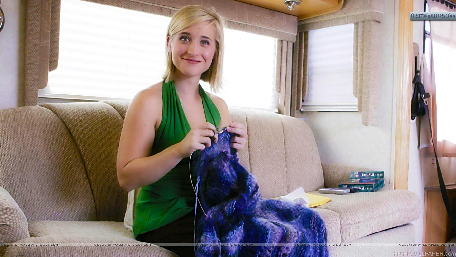 Allison Mack Sitting On Sofa Smile At Camera