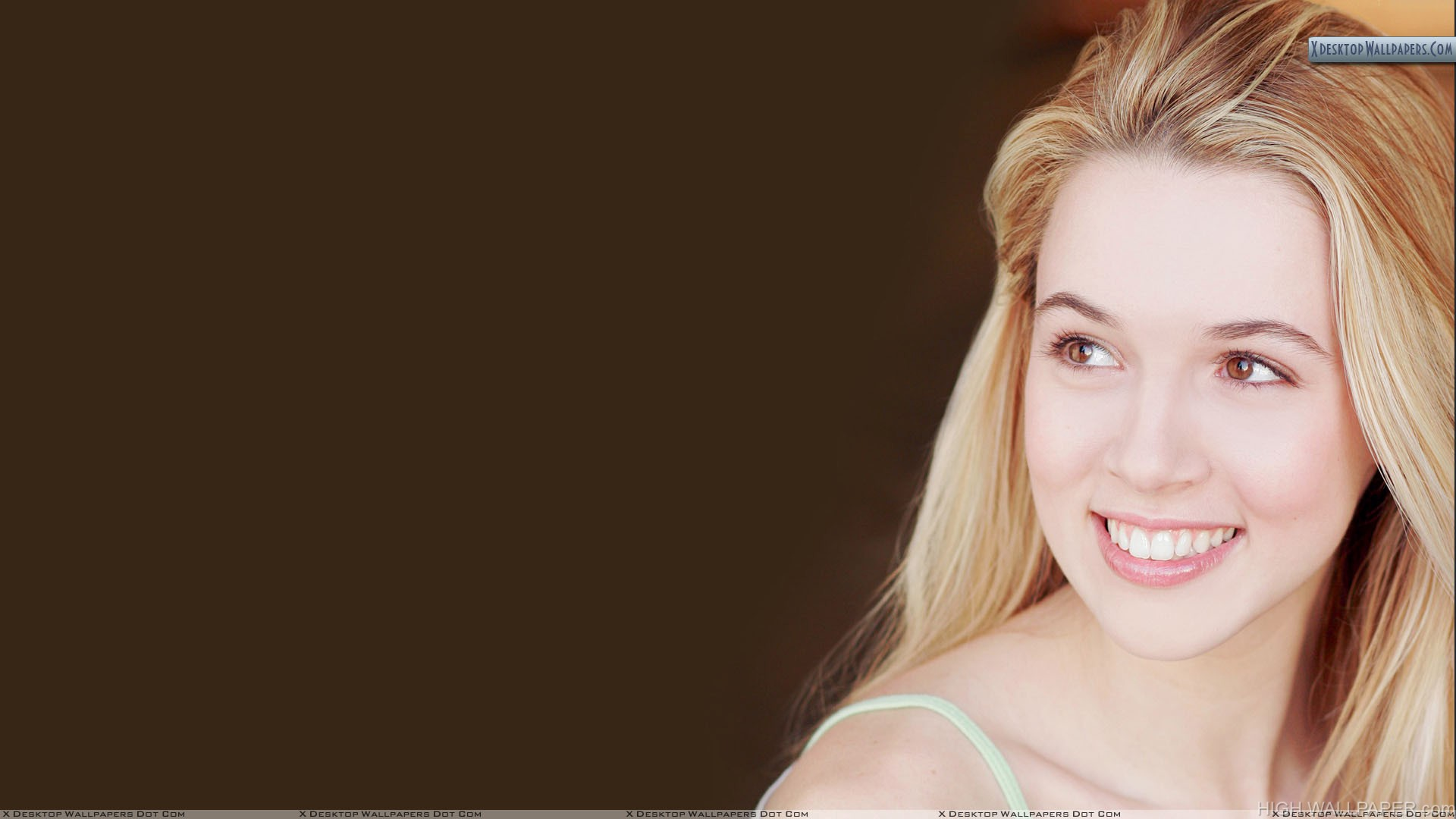 Alona Tal Smiling And Brown Eyes Face Closeup