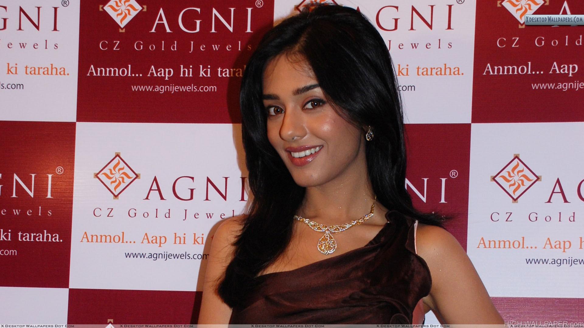 Amrita Rao Smiling In Agni Jewellery Event
