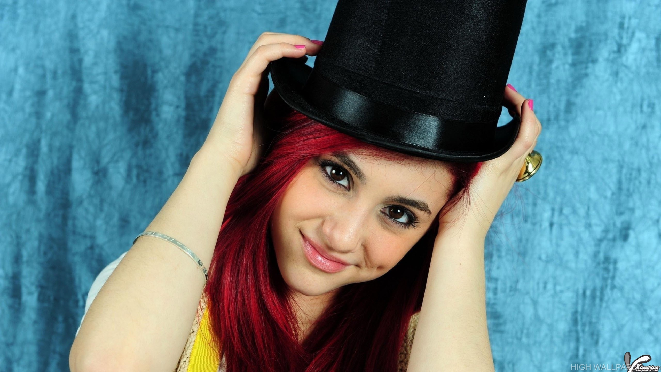 Ariana Grande Making A Pose With Black Hat