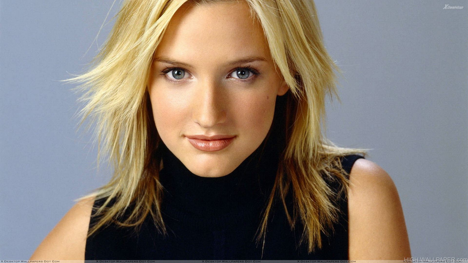 Ashlee Simpson Smiling Cute Face In Black Top