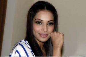 Bipasha Basu Promotes Jodi Breakers In Jaipur Smiling