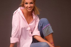 Britney-Spears-Shirt-Wallpaper_0