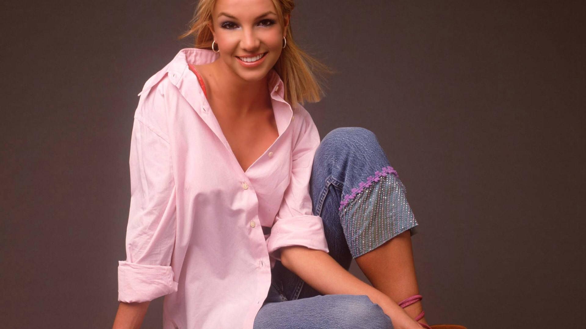 Britney-Spears-Shirt-Wallpaper_0