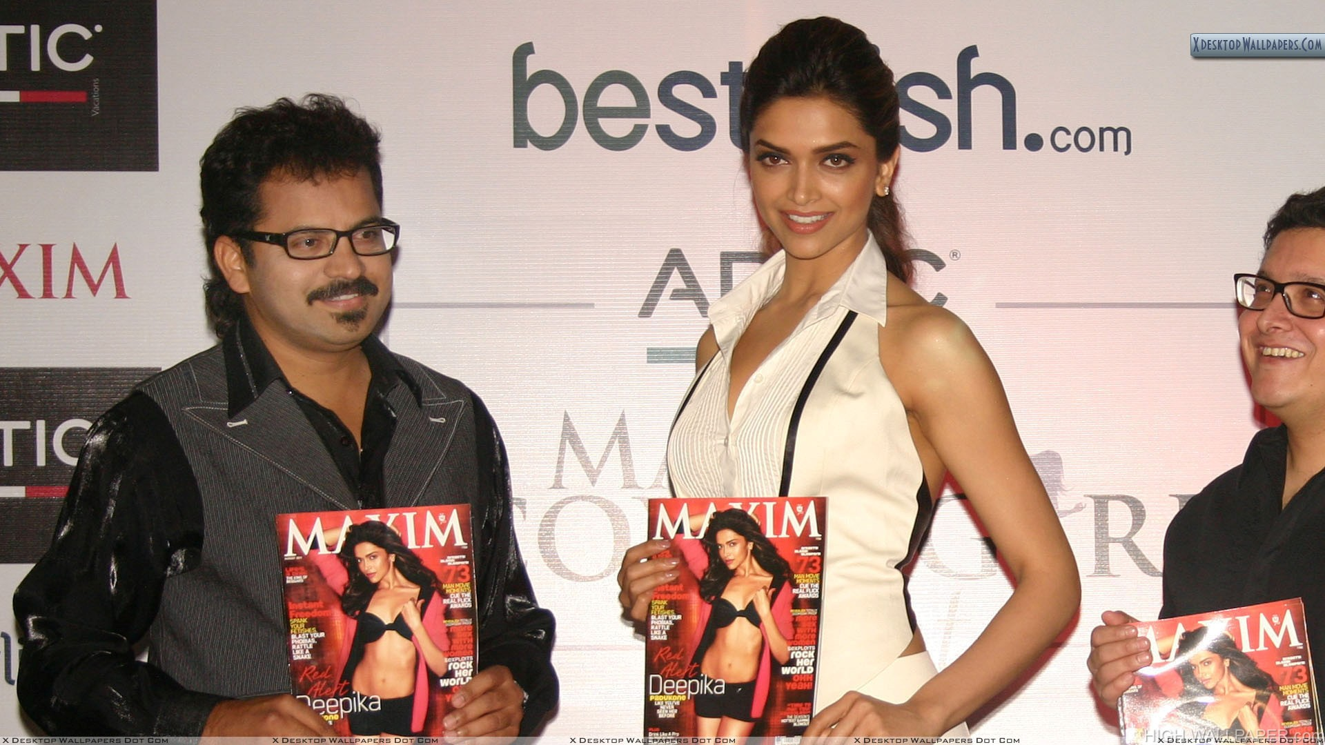 Deepika Padukone In Event Showing Makim Magzine