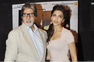 Deepika Padukone With Amitabh Bachchan In Event