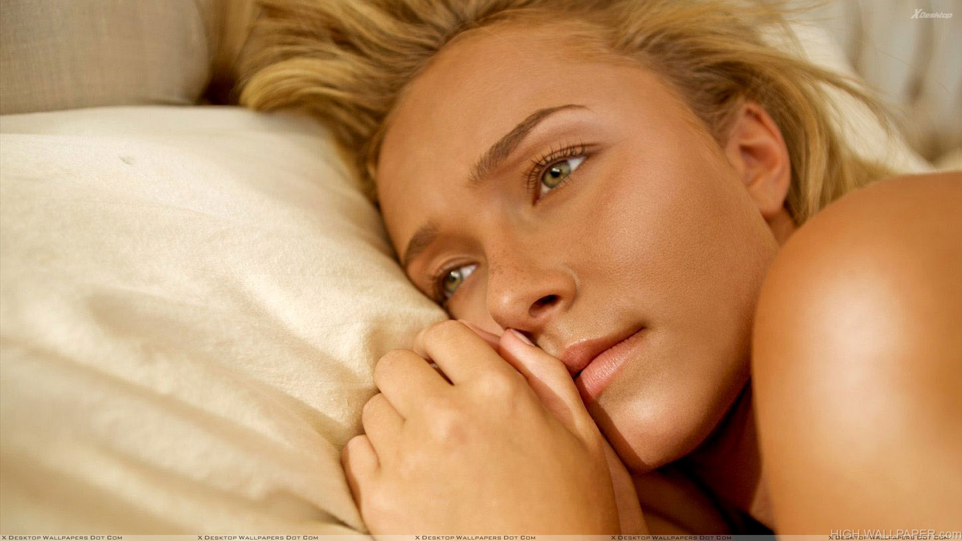 Hayden Panettiere Laying On Bed Innocent Face Closeup