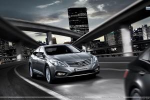 Hyundai Grandeur Running on Highway