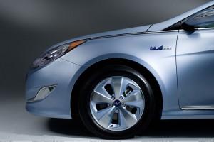 Hyundai Sonata Hybrid 2011 Front Tyre Pose
