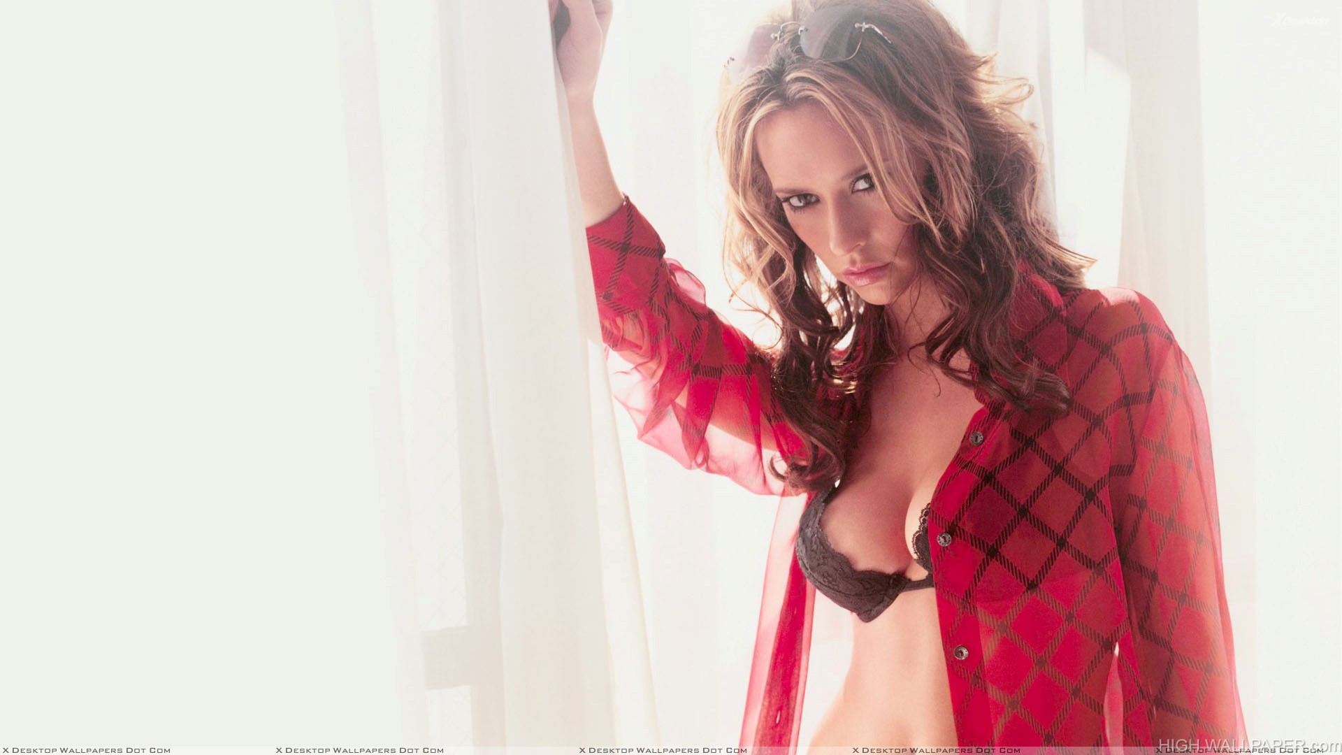 Jennifer Love Hewitt In Red Transparent Sirt
