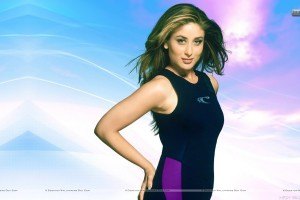 Kareena Kapoor Showing Her Fitness