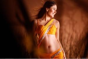 Kareena Kapoor Smiling In Yellow Saree In Body Guard