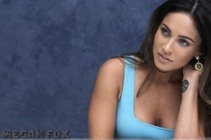 Megan Fox Sitting N Looking Somthing In Blue Top