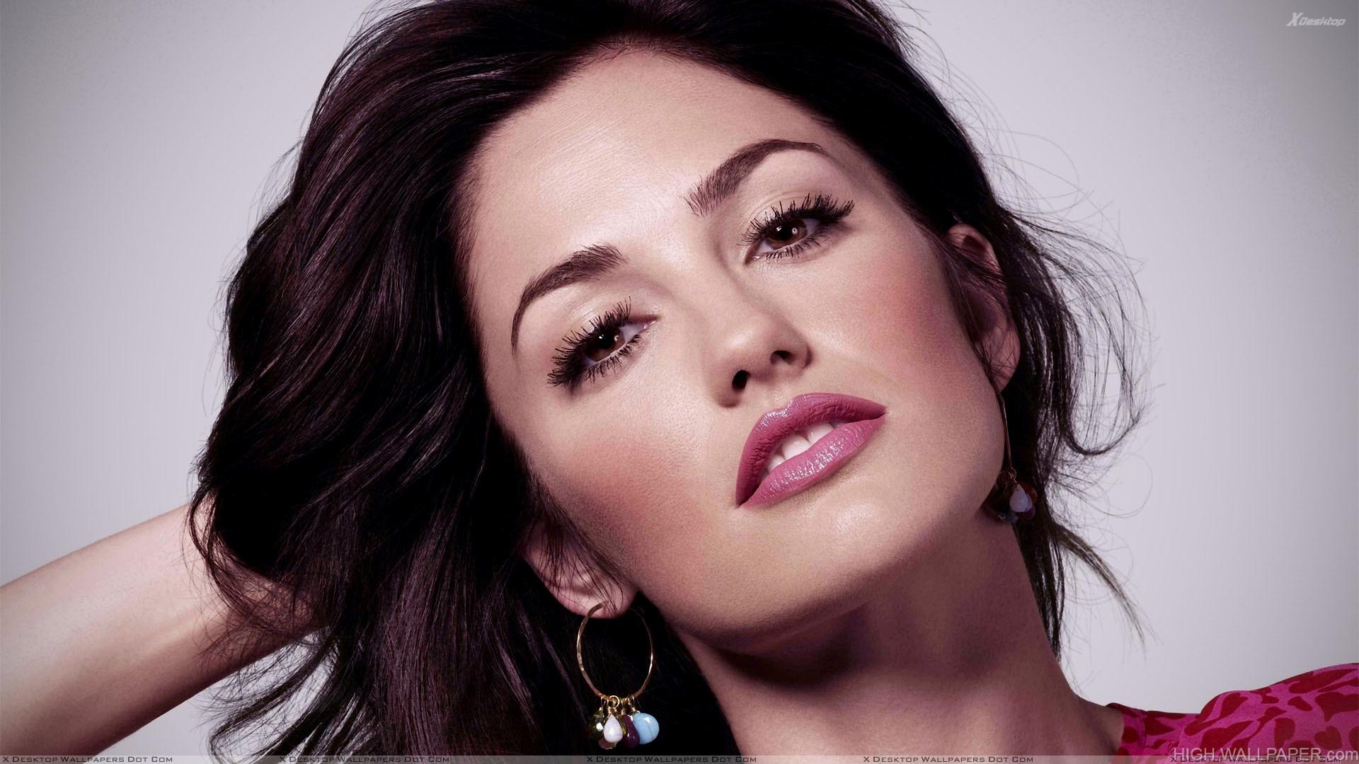 Minka Kelly Pink Lips And Sexy Face Photoshoot