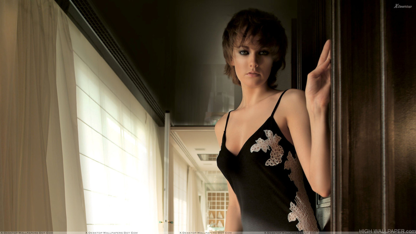 Model in black dress photoshoot in balcony hd wallpaper for Balcony models