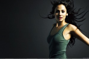 Natalie Imbruglia In Green Top Red Lips  Photoshoot N Black Background