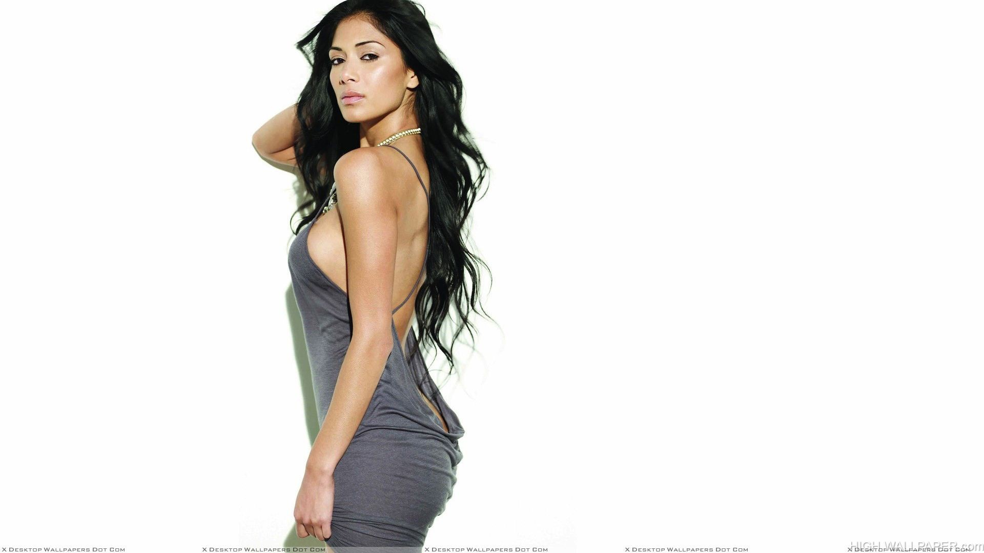 Nicole Scherzinger Looking Sexy In Grey Dress Side Pose Photoshoot