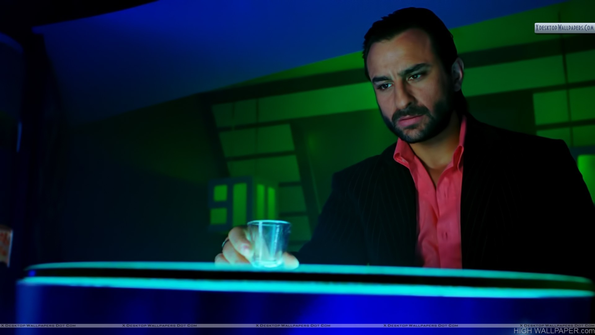 Saif Drinking in Race Movie