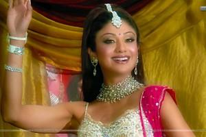 Shilpa-Shetty-Smiling-Hot-Looks