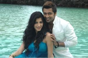 Shruti Haasan And Surya Looking At Camera   7aum Arivu Movie