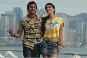 Shruti Haasan And Surya Smiling At Sea Side   7aum Arivu Movie