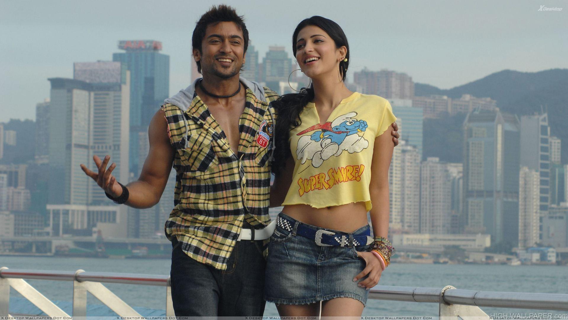 Shruti Haasan And Surya Smiling At Sea Side   7aum Arivu Movie