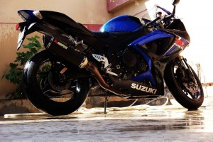 Suzuki Gsx R600 Side Pose In Blue