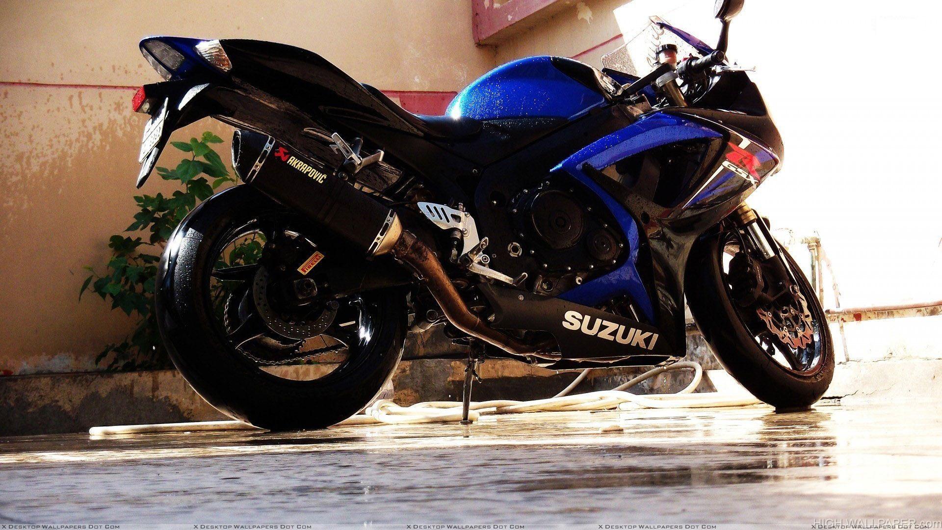 Suzuki Gsx R600 Side Pose In Blue