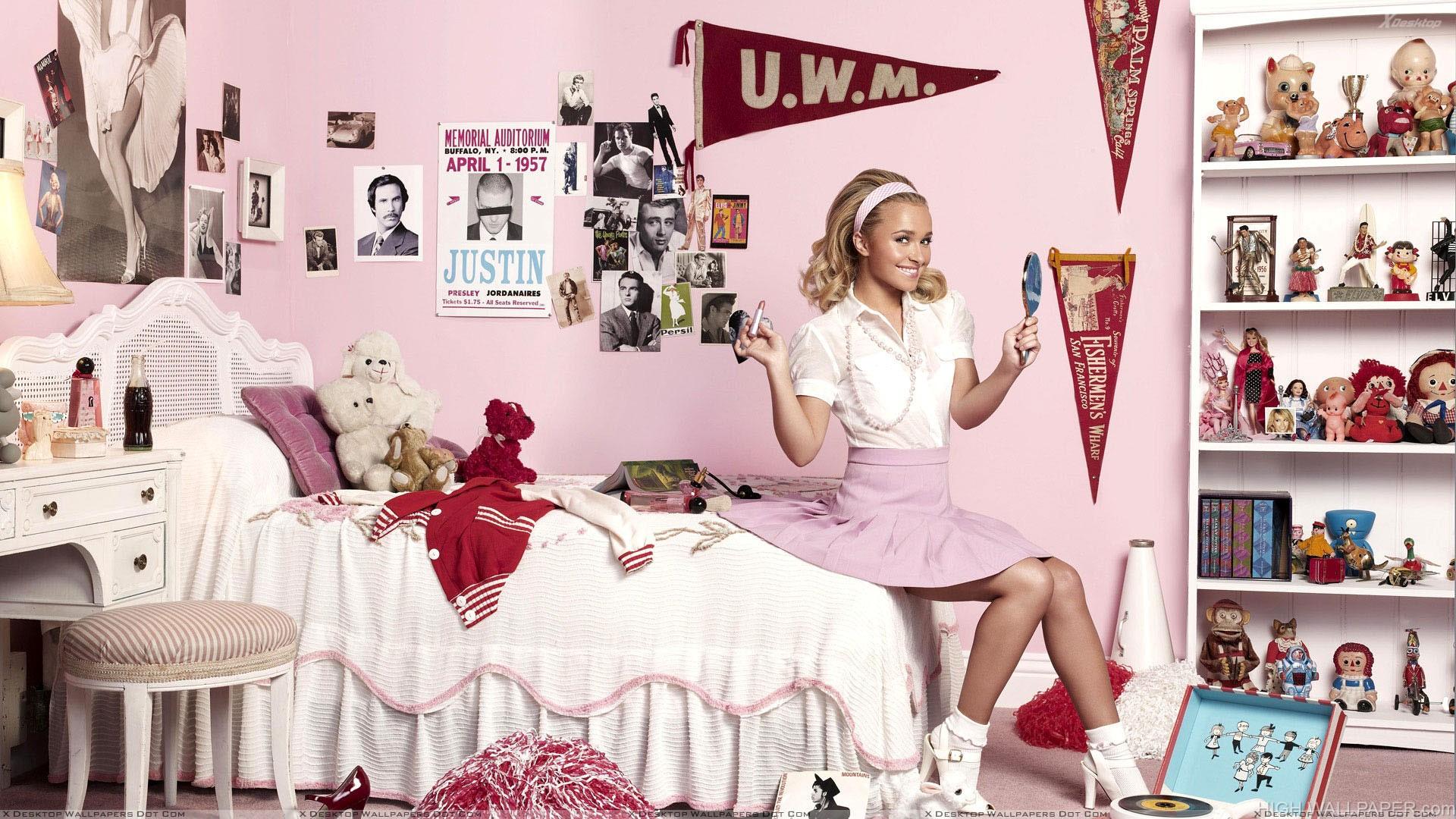 Sweet Hayden Panettiere Sitting In Kids Room