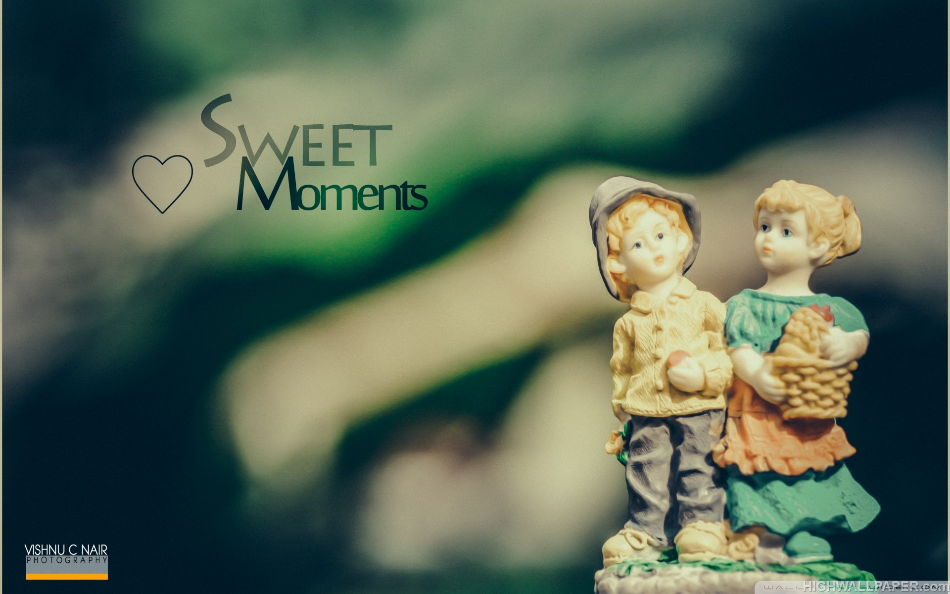 Sweet Moment Statue