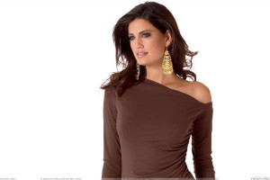 Yamila Diaz Rahi In Brown Top N Long Golden Earings Photoshoot